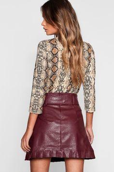 Womens Belted PU Frill Hem Leather Look Mini Skirt – beige – 2 – Skirt Ideen Black Leather Skirts, Faux Leather Skirt, Bordeaux, Belts For Women, Skirt Outfits, Skirt Fashion, No Frills, Women Wear, Jeans