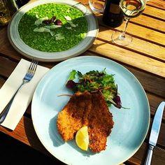 Medvehagymás rizottó és házi rozsmorzsás csirkemell friss salátával  Hétfőn is vár mindenkit az Avalon teljes személyzete  #avalon #ristorante #risotto #sunnyday #italian