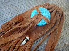 Sac médecine. Pochette en cuir bohémienne. Cuir suède de cerf, Turquoise, Perles d'os. Pour herbes sacrées Amulette. Sac en cuir franges