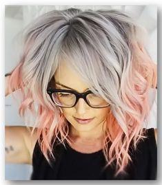 Grey hair color combination  Восхищающие и притягивающиесерые волосы в сочетании с модным цветным мелированиемТы готова изменить свой цвет волос под современный стиль 2019 года? И нет необходимости, чтобы твои волосы подходили под тон кожи. Такие серые волосы универсальны, потому любая может так модно покраситься. Тенденция... Funky Hairstyles, Pretty Hairstyles, Download Hair, Silver Hair, Hair Art, Hair Designs, Hair Goals, Hair Inspiration, Short Hair Styles