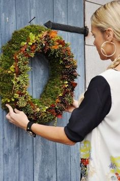 make a beautiful wreath. by rachelle Wreaths And Garlands, Autumn Wreaths, Holiday Wreaths, Door Wreaths, Christmas Decorations, Deco Floral, Arte Floral, Autumn Garden, Nature Decor