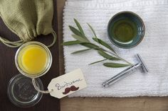 DIY Bartcreme mit ätherischen Ölen von PRIMAVERA.   Bio-Bienenwachs, Sheabutter* bio und Bio-Kakaobutter in einem Wasserbad schmelzen. Jojobaöl* bio und Olivenöl hinzugeben (optional 2 Tropfen Zeder *bio zur Beduftung hinzufügen). Gut vermengen.  Glastiegel/Weckglas befüllen und am besten im Kühlschrank fest werden lassen. Danach kann die Creme im Bad aufbewahrt werden.