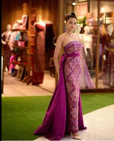 Thai Traditional Dress, Traditional Fashion, Traditional Outfits, Ball Gown Dresses, Event Dresses, Batik Dress, Lace Dress, Thai Wedding Dress, Batik Fashion