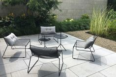 HAY Hee lounge and dlm black - Livingdesign. Outdoor Seating, Outdoor Spaces, Outdoor Chairs, Outdoor Decor, Outdoor Furniture Design, Pool Furniture, Terrace Design, Garden Design, Outside Living