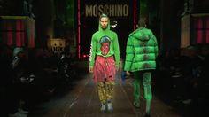 Moschino Fall/Winter Menswear Show Video Casual T Shirt Dress, Casual T Shirts, Moschino, Nice Dresses, Summer Dresses, Fashion Tv, Gianni Versace, Swing Dress, Jeans
