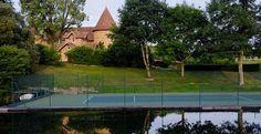 Court de tennis sur l'étang - Domaine des Etangs #tennis #court #lake
