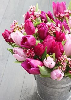 light & dark pink tulips || flower arrangement in galvanized bucket