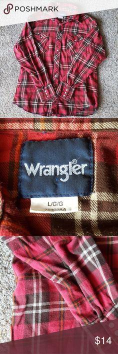 Wrangler Button Up Plaid Top Good condition  No visible flaws Wrangler Tops Button Down Shirts