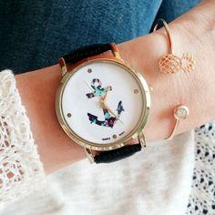 La montre tendance hiver 2016. Superbe montre, unique en son genre. Mouvement à trois aiguilles.  Un jolie montre qui sublimera vos poignets en un clin d'oeil!!!  La montre parfaite pour cet hiver!  Emballage cadeau offert!
