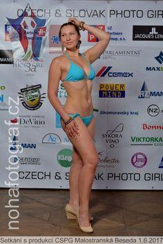 Jedna plavková, ze skvělého setkání s produkcí :) Mějte pěkný večer! Barča ♥ www.sobotkovabarbora.com
