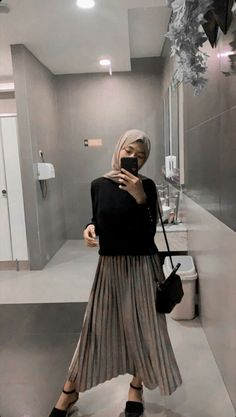 Ootd Hijab, Hijab Casual, Hijab Chic, Street Hijab Fashion, Muslim Fashion, Skirt Fashion, Fashion Outfits, Fashion Tips, Fashion Trends
