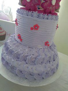 Bizcocho de Crema pastelera decorado en rosetas princesa Sofía