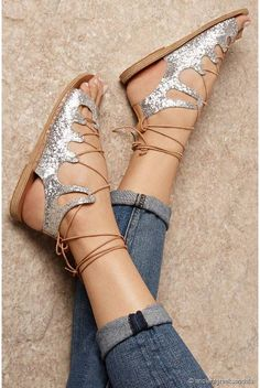 Trop canons ces spartiates à paillettes  ♡ Ancient Greek Sandals                                                                                                                                                      Plus