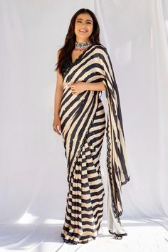 Kajol Black and Beige Designer Georgette Strip Party Wear Saree Seoul Fashion, New York Fashion, Kurta Designs, Saree Blouse Designs, Simple Sarees, Trendy Sarees, Bengali Saree, Indian Sarees, Ethnic Sarees