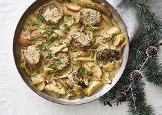Svinemørbradsmedaljoner med øl og æble Thai Red Curry, Protein, Menu, Ethnic Recipes, Food, Gray, Menu Board Design, Essen, Meals