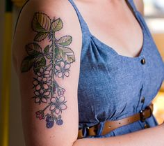 I've been wanting a blackberry tattoo for years, this one is very pretty! ( I think mine will be more wild...)