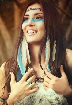Ideas Makeup Halloween Indian Native American For 2019 Native American Makeup, American Indian Costume, Native American Girls, American Indians, Red Indian Costume, American Life, Cowboy And Indian Costume, American History, Native American Patterns