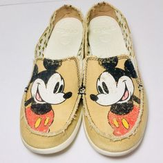 0d2b7759dcf3d Crocs Melbourne Women s Size 9 Mickey Disney Slip-On Khaki Loafers Shoes  Flats