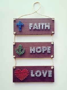 Cornice in string art: Faith Hope and Love realizzata in comp . - Diy projects - Cornice in string art: Faith Hope and Love realizzata in comp . Yarn Crafts, Diy And Crafts, Arts And Crafts, Diy Wall Art, Diy Art, String Art Patterns, String Art Tutorials, Nail String Art, Valentines Diy