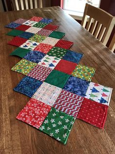 Artículos similares a Christmas Quilted Table Runner en EtsyChristmas Table Runner Ideas to make a Festive Dining Table DecorationThis Zig Zag Runner is So Easy to Make - Quilting DigestArticoli simili a Trapuntato Runner natalizio su Etsy Quilted Table Runners Christmas, Patchwork Table Runner, Christmas Patchwork, Christmas Runner, Table Runner And Placemats, Christmas Sewing, Christmas Quilting, Quilted Table Runner Patterns, Christmas Christmas