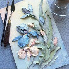 Скульптурная живопись, также известная как объемная, это (вы не поверите!) живопись, которая берет свое начало от барельефа и выполняется с помощью гипса, шпаклевки и чаще всего декоративной штукатурки От барельефа скульптурную живопись отличает техника нанесения и возможность создавать объемные рисунки не только на стене, но и декорировать различные предметы. Особенно гармонично в такой технике смотрятся цветы, в них влюбляешься с первого взгляда Красиво, правда? . #скульптурнаяживопи...