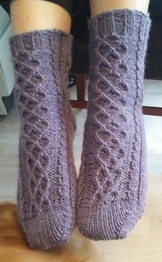 Tangled Rose Socks by Linda Antons - free