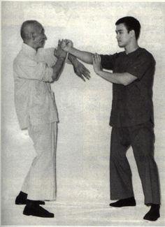 Great Grandmaster Ip Man & His student Bruce Lee doing a Bong Lap Da Drill