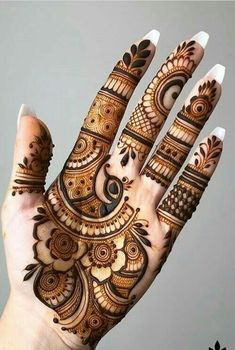 Henna tattoo designs are for tattoo lovers who don't wish to go under the needles. Check out some breathtaking henna tattoos for wrists, arms, and legs here. Dulhan Mehndi Designs, Mehandi Designs, Mehendi, Mehndi Designs 2018, Modern Mehndi Designs, Mehndi Design Pictures, Mehndi Designs For Girls, Beautiful Henna Designs, Mehndi Designs Feet