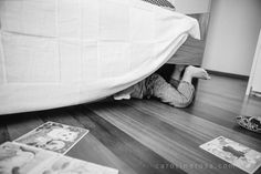 kid under the bed // Caroline Rosa, lifestyle family photographer from Sao Paulo // www.carolinerosa.com