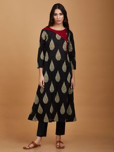 Black Green Mulmul Cape with Palazzo - Set Of 2 Silk Kurti Designs, Blouse Designs, Indian Designer Outfits, Designer Dresses, Designer Kurtis, Kurta Cotton, Kurti Patterns, Skirt And Top Set, Party Dresses Online