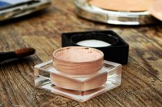 Having troubles with dark circles under your eyes? Now a days most woman spend hundreds of dollars on make up that covers the dark circles, bad pigmentation, or puffy eyes. Foundation For Sensitive Skin, Best Foundation, Best Makeup Tips, Best Makeup Products, Beauty Products, Beste Mascara, Makeup Expiration, Indian Skin Tone, Beauty Tricks