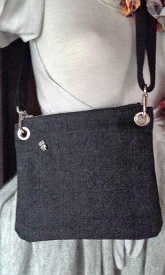 sac bandoulière en jean noir et anse réglable avec pins hibou : Sacs bandoulière par jasmode
