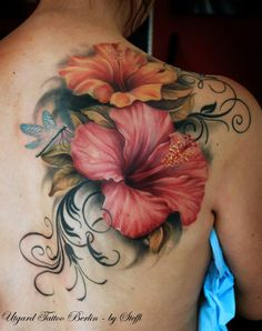 Hibiscus tattoos and hibiscus tattoo meanings-hibiscus tatto Tropical Flower Tattoos, Lily Flower Tattoos, Flower Tattoo Back, Flower Tattoo Shoulder, Flower Tattoo Designs, Front Shoulder Tattoos, Realistic Flower Tattoo, Colorful Flower Tattoo, Lily Tattoo Design