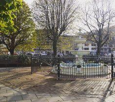 Fountain at Royal Avenue Gardens 🌳 #discoverdartmouth #photooftheday #discover #fountain #park #explore #photography #trees #historicalplace #autumnday #royalavenue #crispmornings