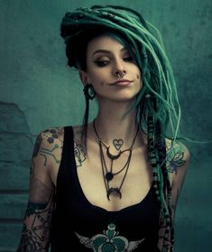 Read Monas de Dreads from the story Fotos by ajudando_voce (OFF) with reads. Dreads Girl, Dreads Women, Gothic Beauty, Gothic Hair, Messy Hairstyles, Hairstyles 2016, Bun Hairstyle, Inked Girls, Goth Girls
