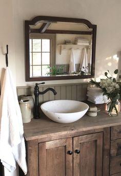 Rustic Bathroom Designs, Rustic Bathroom Decor, Bathroom Styling, Bathroom Interior, Country Bathroom Design Ideas, Boho Bathroom, Farmhouse Bathroom Sink, Country Bathroom Decorations, Farm House Bathroom