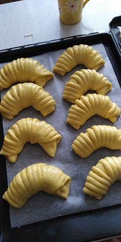 Sladké venčeky a rožky z kysnutého cesta (fotorecept) - obrázok 11 Pie, Desserts, Food, Torte, Tailgate Desserts, Cake, Deserts, Fruit Cakes, Essen