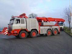 Tatra 815 AV 15 als Abschleppwagen in Ostrovacice Cool Trucks, Big Trucks, Cool Cars, Heavy Duty Trucks, Heavy Truck, Pickup Camper, Engin, Tow Truck, Heavy Equipment