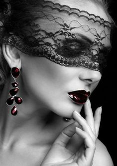 Lace Mask love the juicy dark red lips