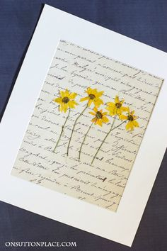 To use w/pics of old wallpaper in the house DIY Pressed Flower Art | Easy tutorial for how to press flowers and how to make pressed flower wall art. Printables included for the background.