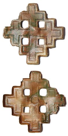 An incomplete Post Medieval copper alloy crosslet mount or badge depicting the arms of Jerusalem.  The mount is in the form of a cross – crosslet with slightly hollowed reverse with no indication of a pin or other mounting mechanism on the reverse. Date: circa 1800 – 1900. Dimensions: 28,5 x 28,5 mm, thickness: 1,3 mm. Weight: 0,8 mm. Found: Lancashire 2016.  #metaldetecting # 0419