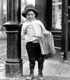Black and White Vintage Photography: Take Photos Like A Pro With These Easy Tips – Black and White Photography Vintage Pictures, Old Pictures, Vintage Images, Old Photos, Antique Photos, Fotografia Social, Lewis Hine, Interesting History, Mode Vintage