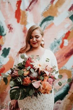 Wedding Bouquet Obsessing over this gorgeous bridal bouquet with large coral peach blooms Bouquet De Protea, Bouquet Bride, Bridal Bouquet Coral, Fall Wedding Bouquets, Flower Bouquet Wedding, Floral Wedding, Wedding Colors, Boho Wedding, Exotic Flowers