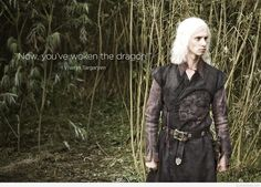 Photos - Game of Thrones - Season 1 - Posters and Wallpapers - wallpaper-viserys. - GOT Frases Game Of Thrones, Game Of Thrones Books, Game Of Thrones Cast, Game Of Thrones Funny, Harry Lloyd, Photo Games, I Love Games, My Sun And Stars, Mother Of Dragons