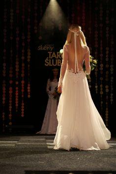 Muślinowa#suknia#ślubna#z#gipiurową#koronką Tiulowe#rękawy model1602 sukniaślubna#tiulowymi#plecami#zapinana#na#guziczki