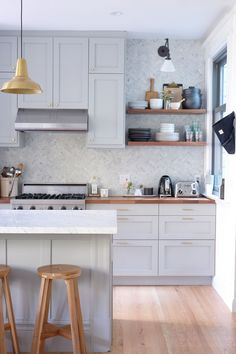 To make your future kitchen renovation a breeze, these are the most brilliant IKEA kitchen ideas we've ever come across (and the most beautiful IKEA kitchens, period). Home Renovation, Home Remodeling, Ikea Bar, Cabinet Boxes, Open Concept Kitchen, Cabinet Hardware, Kitchen Hardware, Kitchen Remodel, Kitchen Cabinets