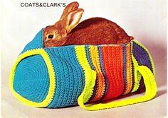 Try this crochet duffel bag in Wool-Ease Thick & Quick for on the go crafting. Pattern by the Hem Line. A bunny bag! Mochila Crochet, Bag Crochet, Crochet Shell Stitch, Crochet Diy, Crochet Handbags, Crochet Purses, Vintage Crochet, Crochet Crafts, Crochet Ideas