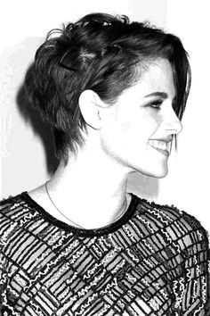 kristen stewart short hair - Google Search Kristen Stewart Short Hair, Hair With Flair, Beauty Shots, Androgynous, Pixie Cut, Beautiful People, Personal Style, Short Hair Styles, Hair Cuts