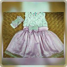 Vestidinhos feito com muito carinho para nossas princesinhas lindasssss         fabricação própria    Informações pelo whatsapp  62-93816868  Enviamos para todo o Brasil   #gabybabymodabebe #babys #menina #princesa #vestido #vestidodefesta #aniversario #casamento #formatura #maedemenina #meumundocorderosa #amordaminhavida #amooquefaço #gratidão #deusnocomando by gabybabymodabebe http://ift.tt/1TsYhyJ