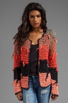 Tigerlily Ginna Cardi em Goa 40% viscose, 32% poli, 28% cotton.